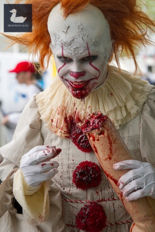 Pennywise, IT cosplay by Karnage Monkey, Makeup & costume by Eveychu.